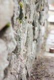 一块自然石头 他们一起用水泥涂 图库摄影