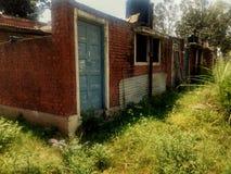 一块被放弃的房子砖 库存图片
