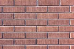 从一块装饰棕色砖的墙壁 库存照片