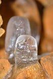 一块解冻冰石笋的结构在洞的 库存照片
