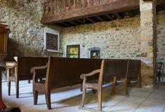 一块非常小古老石头的里面在Le修建了宽容博物馆教会Poet拉瓦尔历史的村庄在法国 免版税图库摄影