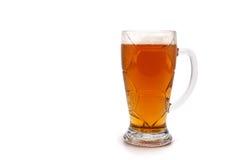 一块玻璃用在背景隔绝的啤酒 免版税库存图片