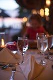 一块玻璃的特写镜头用水在餐馆 库存照片