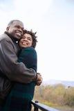 一夫妇拥抱 免版税库存图片
