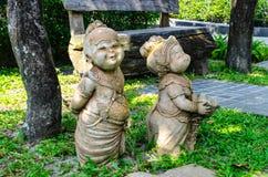 一头大象的雕塑从混凝土的庭院的 库存图片