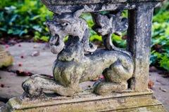一头狮子的石装饰在庭院露台的 免版税库存照片