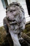 一头狮子的雕象在英国 库存图片