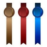 一套三与红色、灰棕色和蓝色垂直的小条的玫瑰华饰  免版税图库摄影