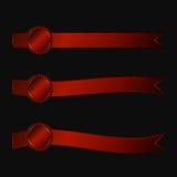 一套三与红色水平的丝带的玫瑰华饰  免版税库存照片
