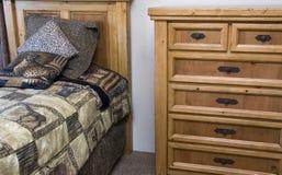 一套卧室家具 免版税库存照片