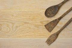 一套在木背景的木器物 库存照片