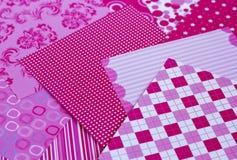 一套在设计在scrapbooking的工作的桃红色的美丽的纸 免版税库存图片