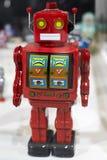 一套在陈列的小古老机器人 免版税图库摄影