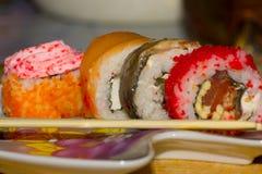 一套寿司和筷子在板材 库存照片