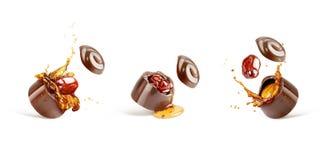 一套巧克力甜点用科涅克白兰地和樱桃 免版税库存图片