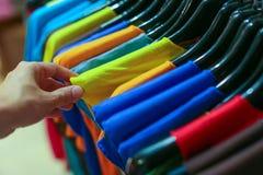 一套服装在商店 免版税图库摄影