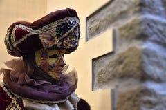一套狂欢节服装的人在威尼斯,意大利 库存图片