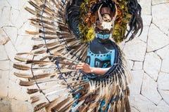 一套玛雅战士服装的人 库存图片