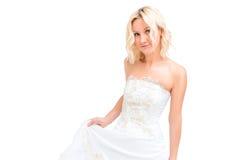 一套白色婚礼礼服的迷人的金发碧眼的女人 库存照片