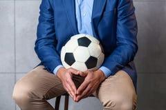 一套衣服的人与足球 免版税图库摄影