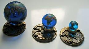 一套3块玻璃地球地理上准确在五颜六色的细节 库存照片