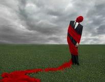 一套黑衣服的人与一块红色布料 免版税图库摄影