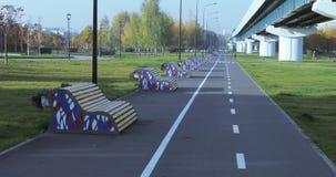 一定数量的长凳在公园 影视素材
