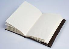 一定的皮革学报书开放在白色透视vi 库存照片