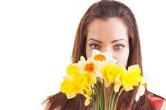一害羞和性格内向的美好的少妇掩藏的behin的面孔 库存照片