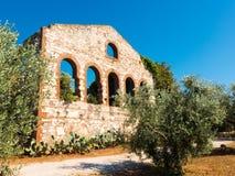 一家前矿公司的废墟在坎皮利亚马里蒂马,意大利 图库摄影