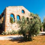 一家前矿公司的废墟在坎皮利亚马里蒂马,意大利 库存照片