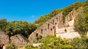 一家前矿公司的废墟在坎皮利亚马里蒂马,意大利 库存图片