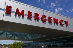 一家地方医疗医院的III红色紧急入口标志 库存图片