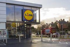 一家地方LIDL ` s商店的门道入口和标志在Andersons镇在贝尔法斯特北爱尔兰 库存照片