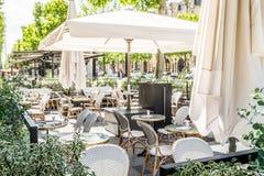 一家室外咖啡馆或餐馆在巴黎,法国 库存图片