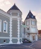 一家新和现代旅馆的外部 免版税图库摄影