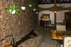 一家昂贵的咖啡馆餐馆的现代内部 库存照片