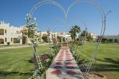一家热带旅馆的地面的庭院依靠与浪漫pago 免版税库存照片