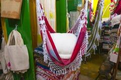 纺织品纪念品商店在Paraty 免版税库存图片