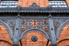 一家美妙地被更新的老纺织品工厂的Architecural细节 库存照片