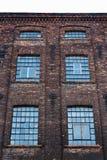 一家老纺织品工厂的门面,罗兹,波兰 库存图片