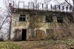 一家老被放弃的工厂 库存图片