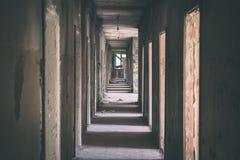一家老被放弃的苏联医院的内部-葡萄酒影片effe 库存图片