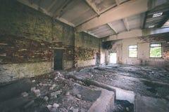 一家老被放弃的苏联医院的内部-葡萄酒影片effe 免版税库存图片