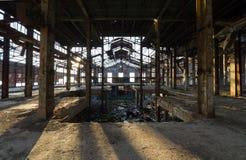 一家被放弃的工业工厂的透视图在希腊 免版税库存图片