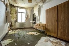 一家被放弃的旅馆的内部, 免版税库存照片