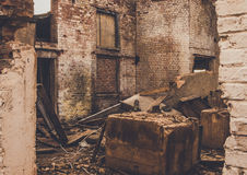 一家被破坏的老大工厂的废墟 免版税库存照片