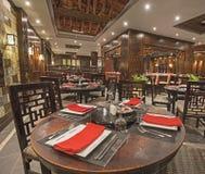 一家豪华旅馆亚洲人餐馆的内部 库存图片