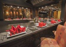 一家豪华旅馆亚洲人餐馆的内部 免版税库存照片