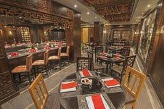 一家豪华旅馆亚洲人餐馆的内部 库存照片